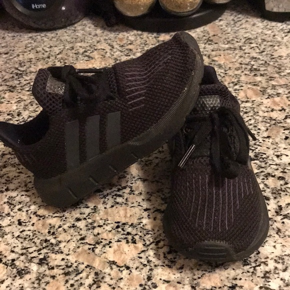 Adidas Swift Run (Boys) My son has grown out of them Used